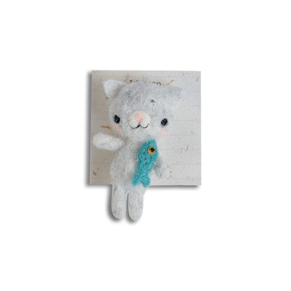 """Brooch made of felt """"Cat with a fish"""""""