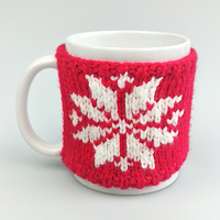 "Mug in a sweater ""Snowflake"", red"